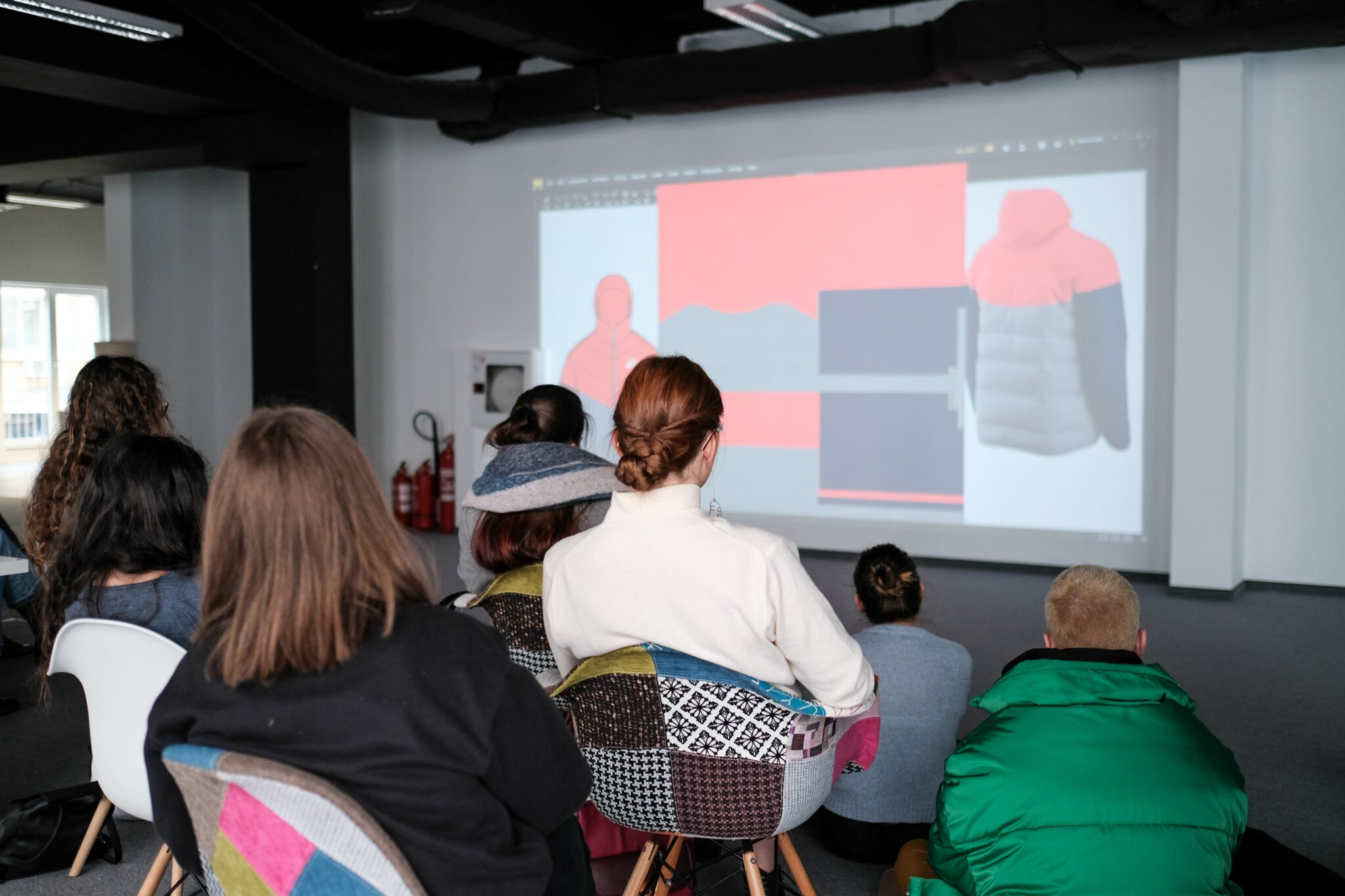 students looking at screen, 3D clothing, pixelpool